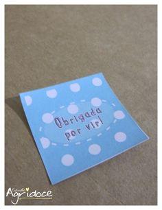 Adesivos quadrados  Cada adesivo: R$ 0,50.  Medida: 4 x 4 cm.  Modelo: Azul.  Personalizamos a escrita. R$ 0,50