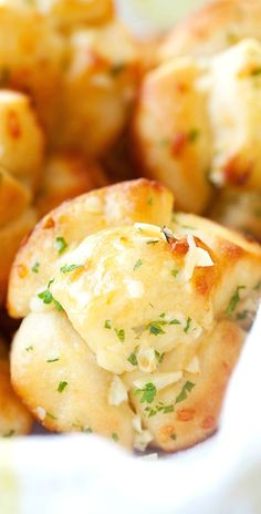 Mini garlic monkey bread – best and easiest monkey bread you'll ever make. Use Pillsbury biscuits dough and dunk in garlic butter. Takes 20 mins | rasamalaysia.com