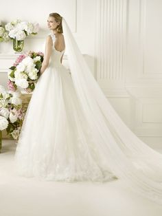 Luxurious A-line Court Train Tulle Wedding Dress 2013