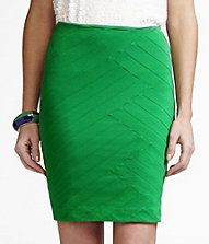 I have this in beige, but I love green :)