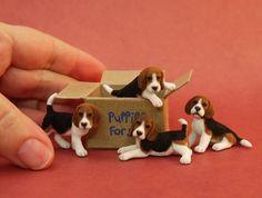 mini beagle pups, needle felted so tiny! just amazing. #feltedpuppy