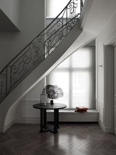 Classical staircase. Apartment Av. Victor Hugo in Paris by Guillaume Alan.