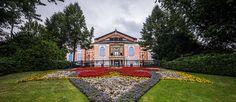 """Lassen Sie sich von Richard Wagners """"Tristan und Isolde"""" bei den Bayreuther Festspielen verzaubern und genießen Sie eine #Musikreise auf höchster Ebene. Tristan Und Isolde, Richard Wagner, Mansions, House Styles, Home Decor, Coach Tours, Bayreuth, Opera, Musik"""