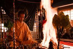 高野山の宿坊 恵光院 「お詣り」(Koyasan Ekoin Official Website)
