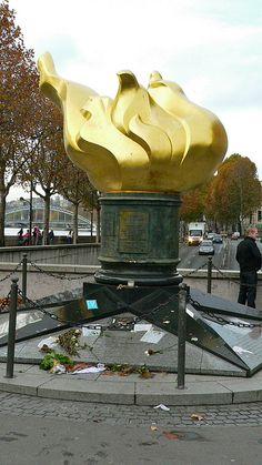 Flame of Liberty Torch, París