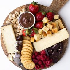 Cheese, chocolate and berries are the way to my ❤️. Adding something crunchy makes this cheese board even better. What would you reach for first? #spoonfulflavor . . #dessert #sweettooth #sartorisociety #bhgfood #beautifulfood #desserttime #dessertlover #f52grams #foodandwine #thefeedfeed @thefeedfeed #heresmyfood #forkyeah #inmykitchen #mycommontable #valentinesday @sartoricheese @naturipe