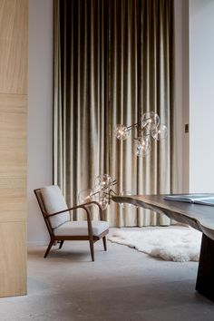 Discover how these luxury decor ideas are the ones you'll want in home interior design. All the home design ideas to get the perfect home you've ever wanted. Interior Desing, Interior Styling, Interior Inspiration, Interior Architecture, Design Inspiration, Design Ideas, Living Spaces, Living Room, Curtains With Blinds
