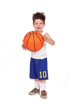 Rubber oranje basketbal, maat 7. Wordt onopgeblazen geleverd. Bij elke bestelling ontvangt u een gratis pompje. *