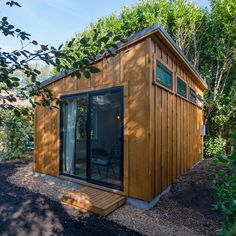 8 Granny Pods That Would Be the Envy of Your Neighborhood Granny Pod Photos That Prove These Homes Can Be Gorgeous - Woman's World pods backyard cottage floor plans Granny Pod, Granny Flat, Grandma Pods, Gorgeous Grannies, Backyard Cottage, Backyard Studio, Cottage Floor Plans, Tudor Style Homes, She Sheds
