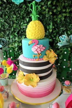 33 IDEIAS PARA BOLO DE FESTA FLAMINGO TROPICAL! Luau Birthday Cakes, Luau Cakes, 10th Birthday Parties, Birthday Treats, Birthday Cake Girls, Flamingo Cake, Flamingo Birthday, Flamingo Party, Hawaiian Luau Party
