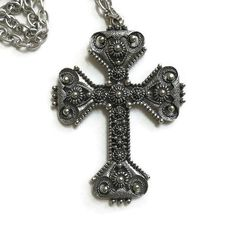 This is a really wonderful Vintage 1974 Limited Edition Florentine Pewter Cross Pendant Necklace signed Sarah COVENTRY! Please note that I do not have the original paperwor... #teamlove #ecochic #vogueteam