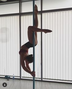 Pole Dance Moves, Pool Dance, Dance Choreography, Dance Poses, Pole Fitness Moves, Yoga Fitness, Fitness Exercises, Aerial Dance, Aerial Silks