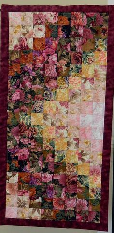 Down the Garden Path quilted table runner/wall hanging via Etsy Mais