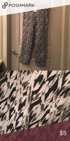 Never Worn - H&M Skinny Pant Clearing closest - all items available until September 15th. H&M Pants Skinny