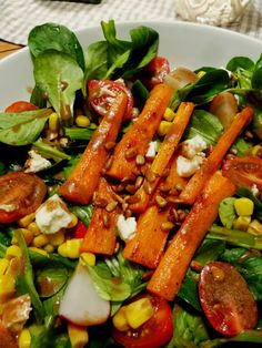 Feldsalat mit warmen Möhren und Sonnenblumenkernen