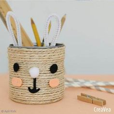 Tuto: An Easter Bunny Pencil Pot - Easter Tips and Tutorial Ideas Easter Gift, Easter Crafts, Easter Bunny, Bunny Bunny, Easter Ideas, Ostergeschenk Diy, Easy Diy, Diy For Kids, Crafts For Kids
