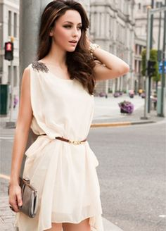Vestido blanco, con hombreras