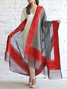 Red-Black Kora Silk Dupatta Indian Attire, Indian Wear, Pakistani Outfits, Indian Outfits, Kurti Patterns, Silk Dupatta, Indian Couture, Kurta Designs, Party Wear Dresses