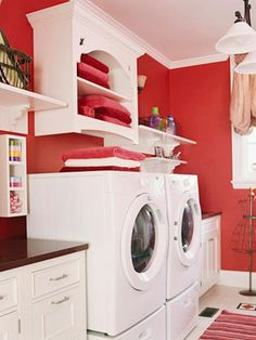 I have serious laundry room envy! :)