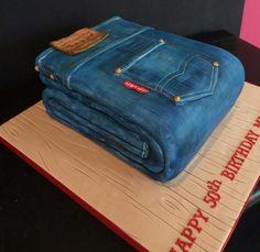 Who wants a jeans cake? Crazy Cakes, Fancy Cakes, Cute Cakes, Unique Cakes, Creative Cakes, Gorgeous Cakes, Amazing Cakes, Bolo Fashionista, Fondant Cakes