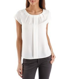 Like the style of this blouse because it could be worn with pants or shorts. feed52a9c52