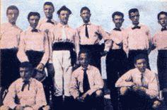 I fondatori-giocatori juventini con la prima maglia societaria nel 1898