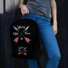 Dieser mittelgroße Rucksack ist genau das Richtige für den täglichen Gebrauch oder sportliche Aktivitäten! Die Taschen (einschließlich einer für Ihren Laptop) bieten viel Platz für alles Notwendige, während das wasserfeste Material das Innere vor dem Wetter schützt. • Hergestellt aus 100% Polyester • Abmessungen: H 42 Young Wild Free, Wild And Free, Trends, Mom Jeans, Material, Bags, Fashion, Sports Activities, Weather