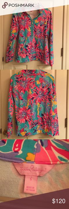 Lilly Pulitzer Trippin and Sippin Popover Lilly Pulitzer Trippin and Sippin Popover. Size small. Holy Grail print. Great condition. A classic! Lilly Pulitzer Tops Sweatshirts & Hoodies