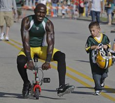 i miss him soooo much. // The smile is big but the bike small as Donald Driver gets a ride to training camp on Aug. Driver was beginning his season with the Packers. Go Packers, Packers Football, Green Bay Packers, Football Team, Football Season, Packers Gear, Donald Driver, Football Conference, Great Team