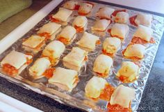 pizza rolls - gluten free also a recipe for gluten free wonton wrappers pizza rolls - gluten free also a recipe for gluten free wonton wrappers Tiffany Ansell tiffansell yummy foods! pizza rolls - gluten free also a recipe for gluten free wonton wr Gluten Free Appetizers, Gluten Free Pizza, Gluten Free Snacks, Foods With Gluten, Gluten Free Cooking, Delicious Appetizers, Delicious Food, Gf Recipes, Dairy Free Recipes