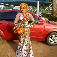 African Attire, African Wear, African Dress, Beautiful Maxi Dresses, Elegant Dresses, African Fashion Ankara, African Design, African Beauty, Fashion Killa