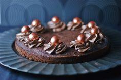 Sjokoladekake med lakris - MYFOODPASSION Quinoa, Baking, Cake, Desserts, Food, Caramel, Tailgate Desserts, Deserts, Bakken
