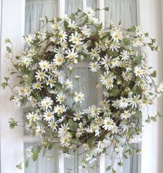 Love this spring daisy wreath!