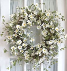 "for spring or summer: daisies in wreath (make it an Easter wreath by adding ""HE IS RISEN"")"