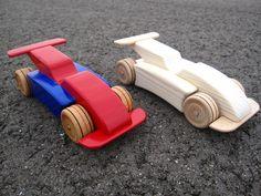 Houten formule 1 auto! Ingekleurd op waterbasis en afgelakt 25,- euro Blank of geolied 20,- euro leodumont@home.nl 3 euro verzendkosten