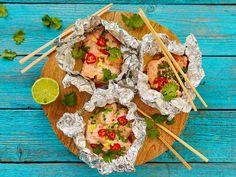 Lohipaketit ovat loistavaa vierasruokaa. Annokset voi tehdä jääkaappiin jo hyvissä ajoin etukäteen. Kypsennykseen sopii sekä grilli että uuni. Kun paketit...
