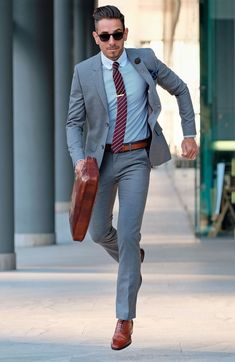 Grey Suits - 40 Sober Grey Suit Outfit Ideas for Men Gq Fashion, Mens Fashion Suits, Mens Suits, Light Grey Suits, Grey Suit Men, Grey Suit Combinations, Moda Formal, Mode Costume, Gentleman Style
