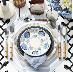 3 Late Summer Table Settings - Tabletops Inspired by Style Icons, Veranda magazine july august Lauren Bacall Veranda Magazine, Seaside Holidays, Table Setting Inspiration, Beautiful Table Settings, Fall Table, Thanksgiving Table, Dinner Table, Tablescapes, Style Icons