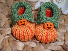 Diese Babyschuhe sind nicht nur an Halloween ein Hingucker!  Sie sind aus 100% Baumwolle in einem freundlichen Orange mit eingearbeiteten Streifen in