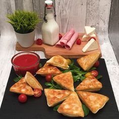 un apéro à se poiler de rire Cow Cheese, Fruit And Vegetable Carving, Pizza Dough, Fruits And Vegetables, Street Food, Food Videos, Breakfast Recipes, Food And Drink, Appetizers
