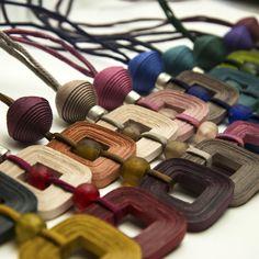 nicitta.CL05.all Paper Bead Jewelry, Quilling Jewelry, Paper Beads, Beaded Jewelry, Fabric Paper, Color Inspiration, Origami, Polymer Clay, Projects To Try