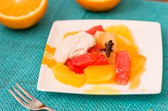 Sitrussalaatti ja Cointreaulla maustettu appelsiinisiirappi