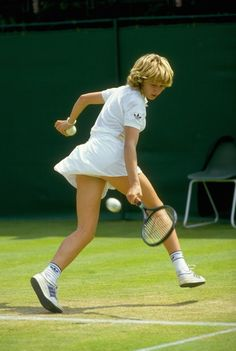 Steffi Graf, byname of Stephanie Maria Graf is a German former professional tennis player who dominated women's tennis in the late and. Tennis Wear, Sport Tennis, Play Tennis, Steffi Graff, Womens Tennis Skirts, Tennis Legends, Professional Tennis Players, Tennis Players Female, Tennis Tips