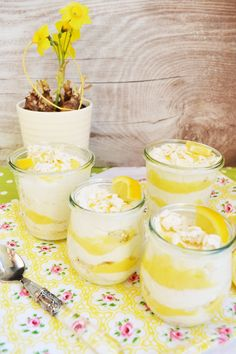 Zitronig, frisches, Löffelerlebnis! Lemon Curd – Joghurt – Creme Lemon Curd Dessert, Muffins, Breakfast Recipes, Dessert Recipes, Wedding Desserts, Low Carb Desserts, Different Recipes, Dessert Table, No Cook Meals