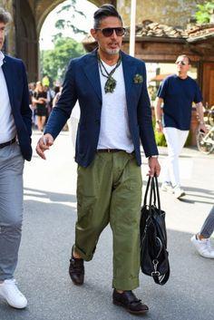 秋の注目メンズコーデ例①「ドレスもカジュアルも、足元は革靴で重厚にキメるのが◎」 Modern Mens Fashion, Best Street Style, Sharp Dressed Man, Look Chic, Fashion 2020, Men's Fashion, Men Dress, Cool Outfits, Men Casual