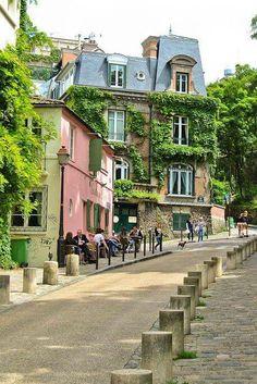 La rue de l'Abreuvoir, Montmartre, Paris