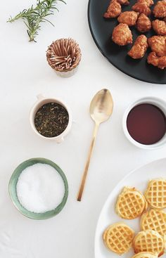 mini chicken + waffles - almost makes perfect Brunch Recipes, Appetizer Recipes, Appetizers, Tasty, Yummy Food, Chicken And Waffles, Food Inspiration, Love Food, Mini