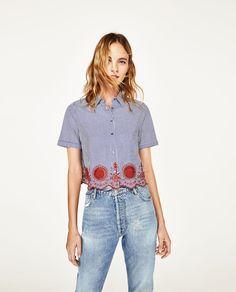 Afbeelding 1 van GESTREEPTE BLOUSE IN CROPPED MODEL van Zara