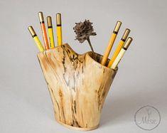 Pencil holder for desk / Pen stand carved in solid wood / Desk organizer / Table accessories / Pen holder / Wood sculpture / Natural wood