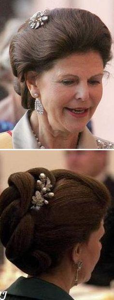 Queen Josefinas diamond, pearl ruby sprey brosch  Photo 1; Queen SIlvia  Photo 2; Queen Silvia
